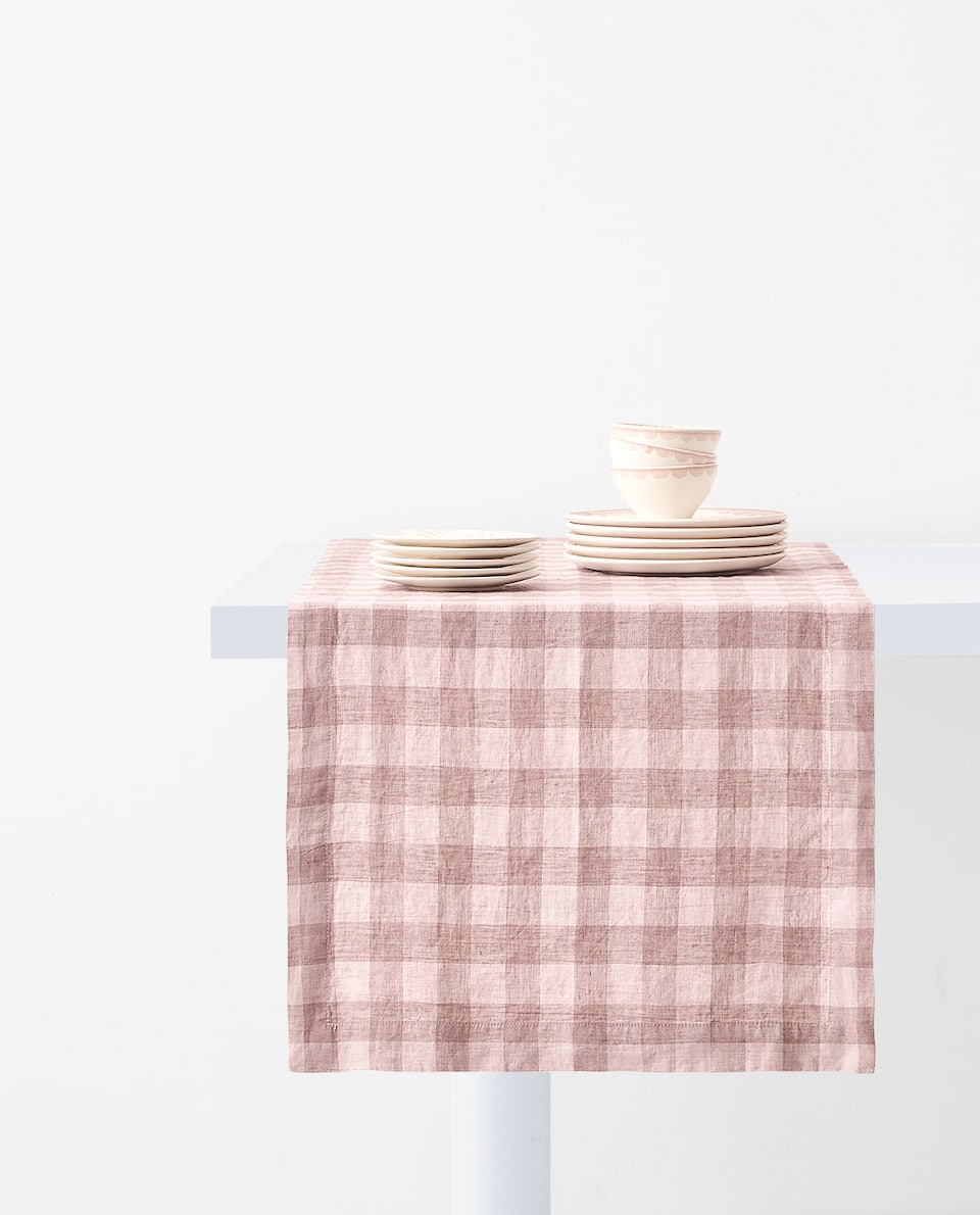 GINGHAM CHECK LINEN TABLE RUNNER