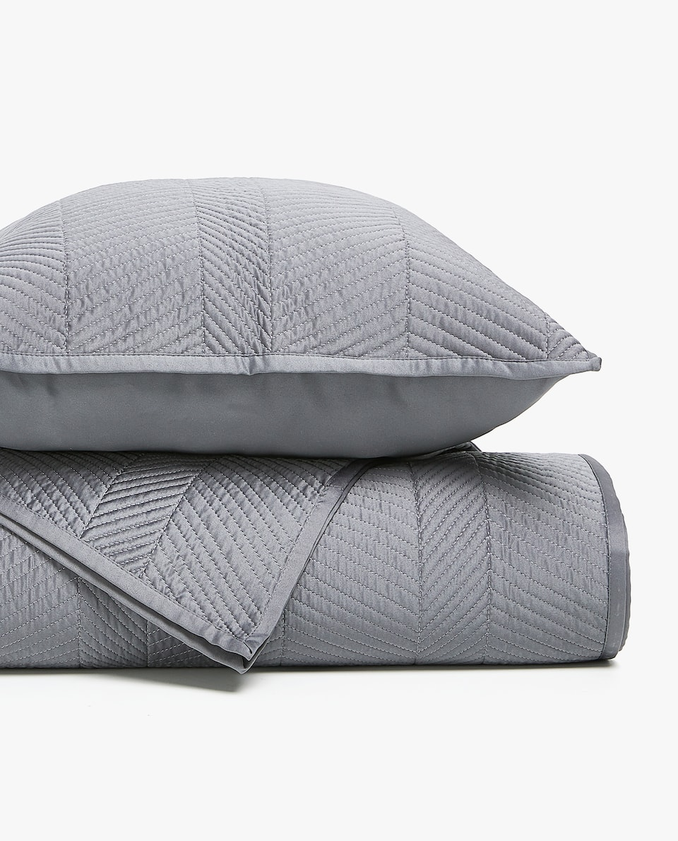 GREY HERRINGBONE DESIGN QUILT