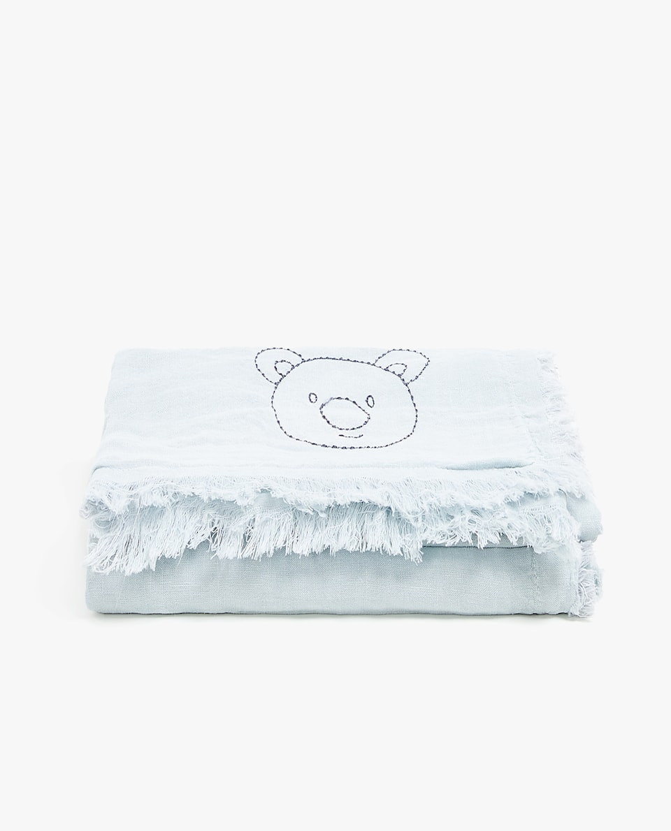 LINEN BLANKET WITH AN EMBROIDERED BEAR