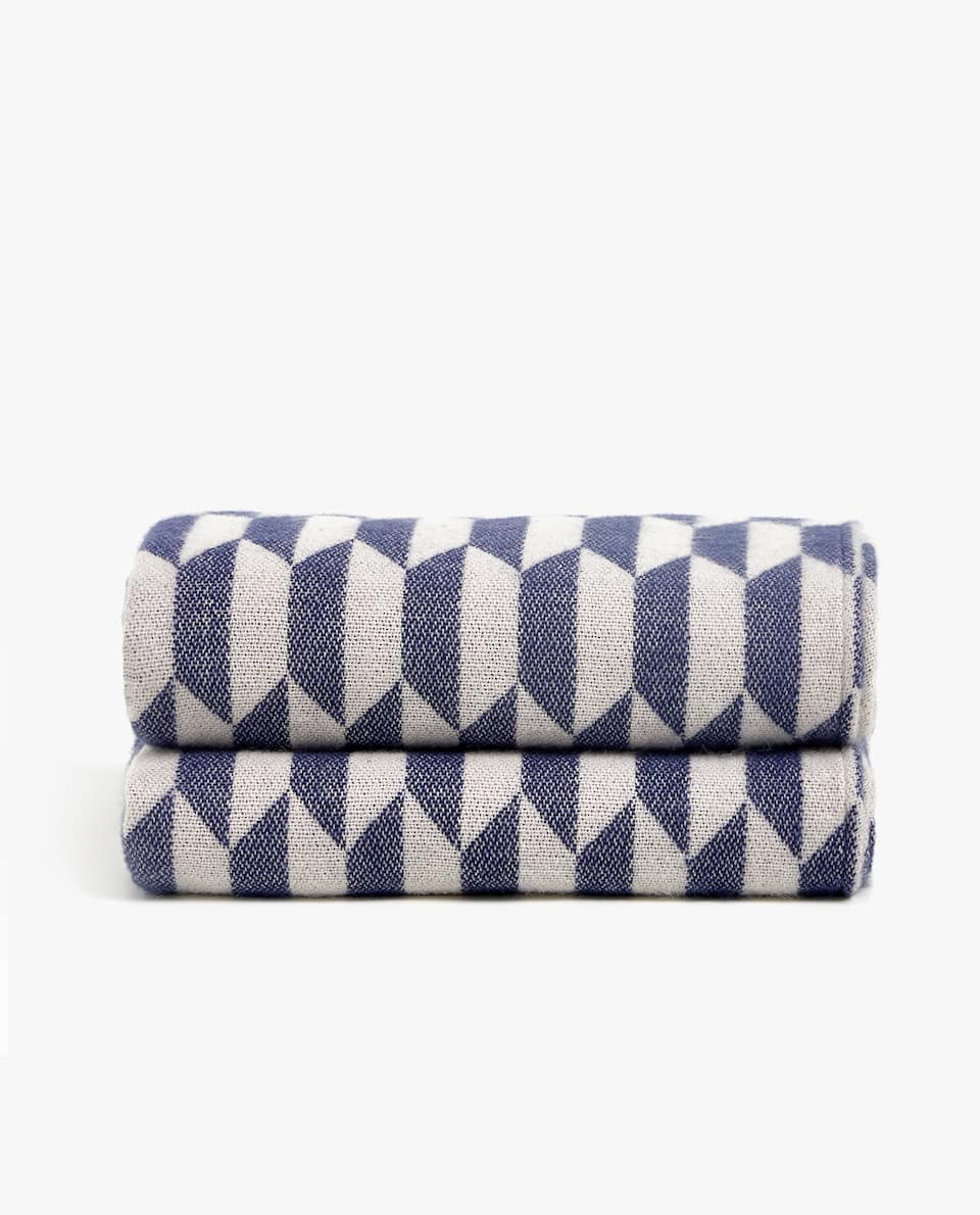 GEOMETRIC-PATTERN BLANKET