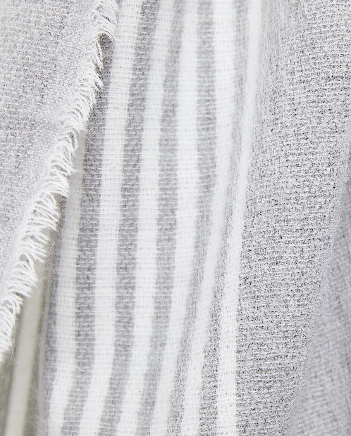 BLANKET WITH LINED DETAIL - OVER 100$ - BY PRICE - GIFT IDEAS   Zara ...