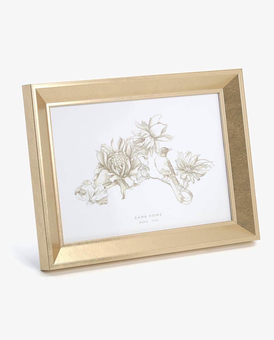SCORED-EFFECT GOLDEN FRAME