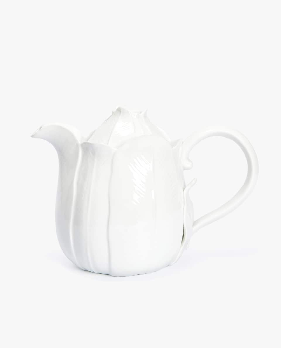 FLOWER-SHAPED GOLD-RIMMED PORCELAIN TEAPOT