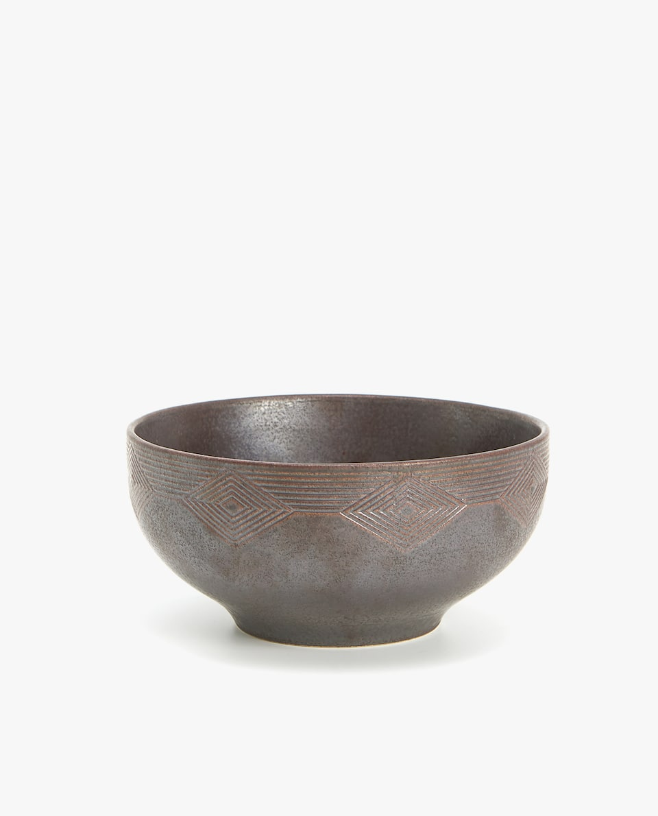 TEXTURED STONEWARE SALAD BOWL
