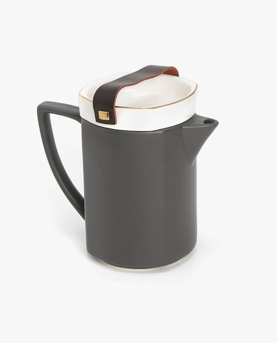 PORCELAIN TEAPOT WITH LEATHER HANDLE