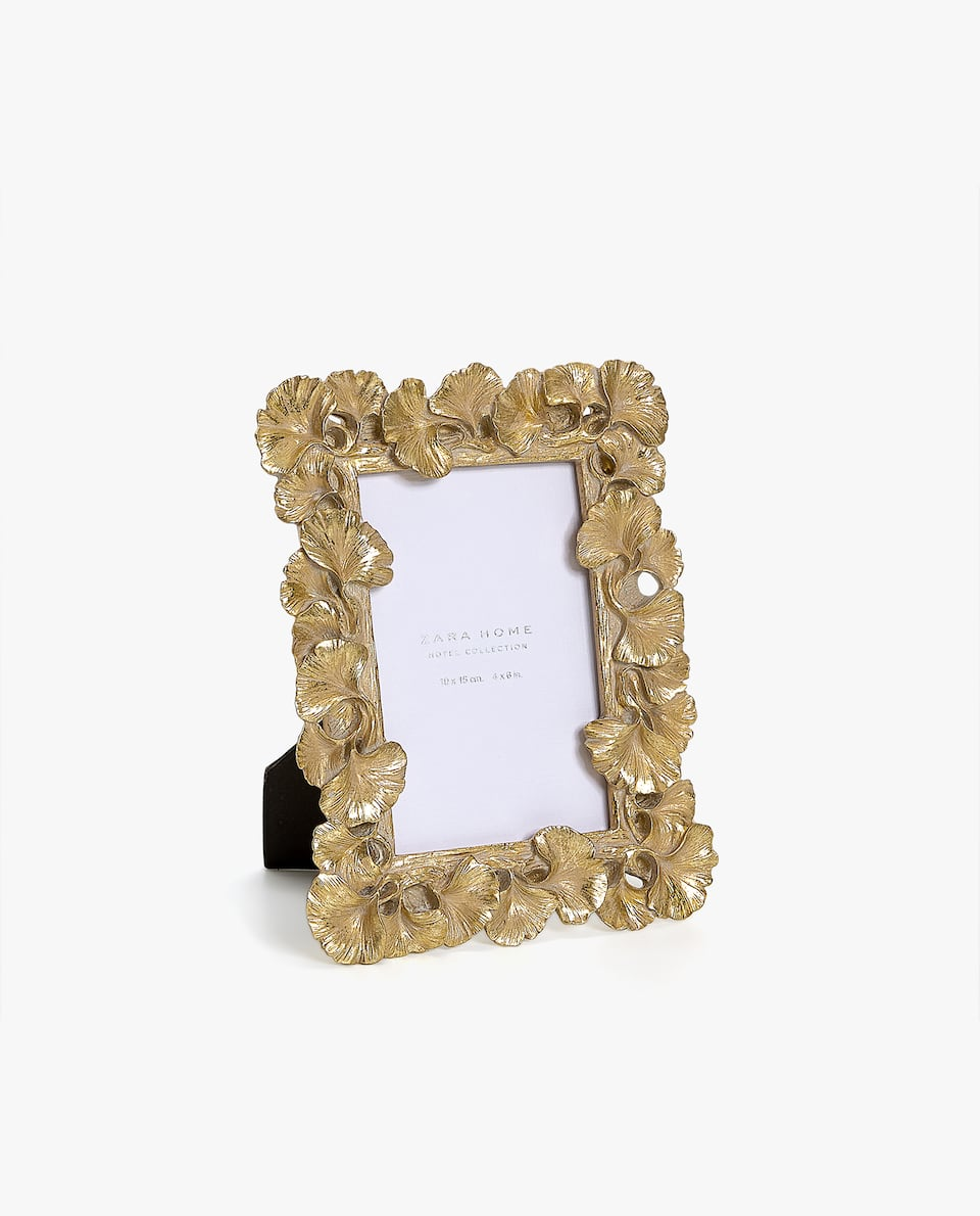 GOLDEN LEAF-SHAPED FRAME