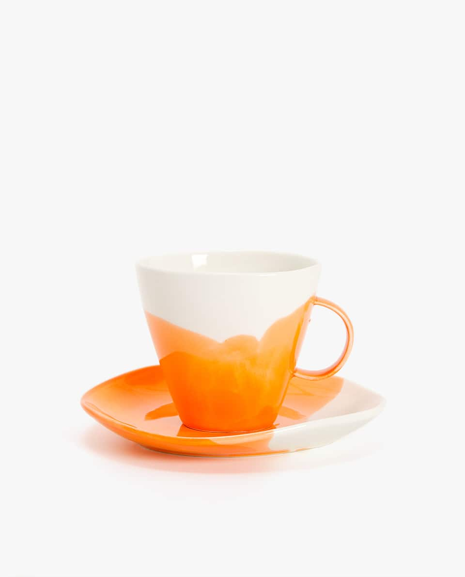 TWO-TONE PORCELAIN TEA MUG AND SAUCER
