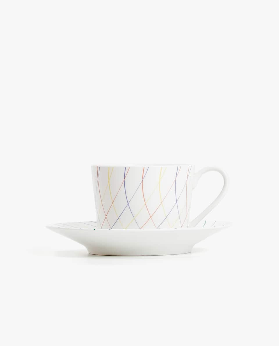 PORCELAIN TEACUP AND SAUCER WITH LINEAR DESIGN