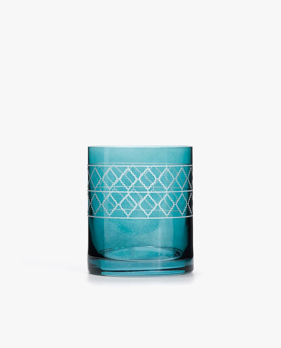 TUMBLER WITH DIAMOND BORDER