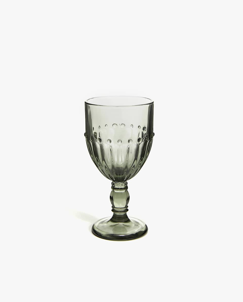 WINE GLASS WITH DOTTED DETAIL