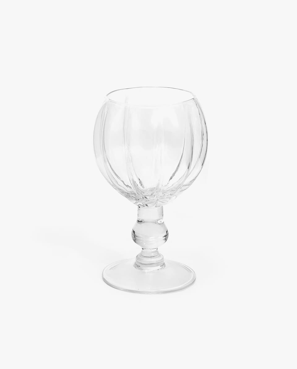 WINE GLASS WITH WAVY OUTLINE