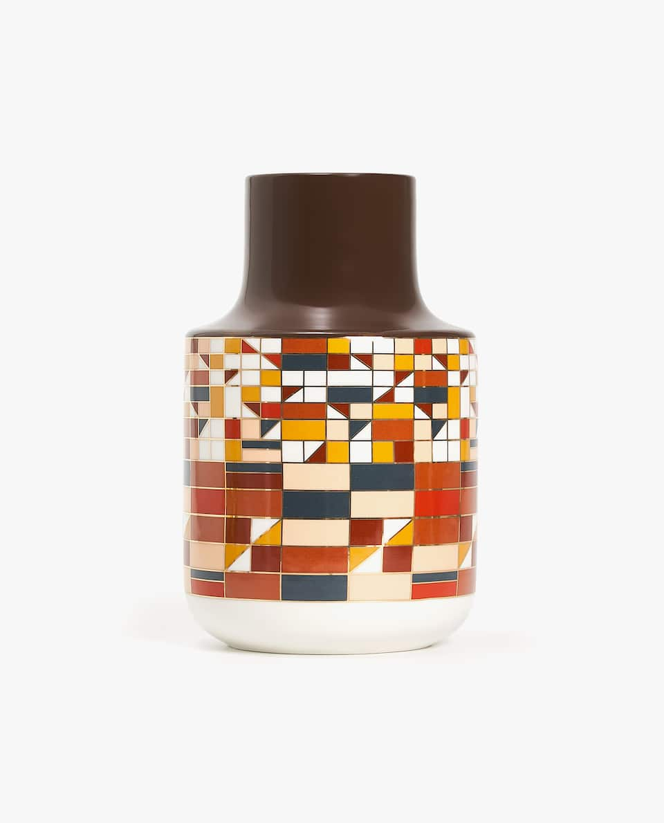 GRAPHIC PRINT CERAMIC VASE