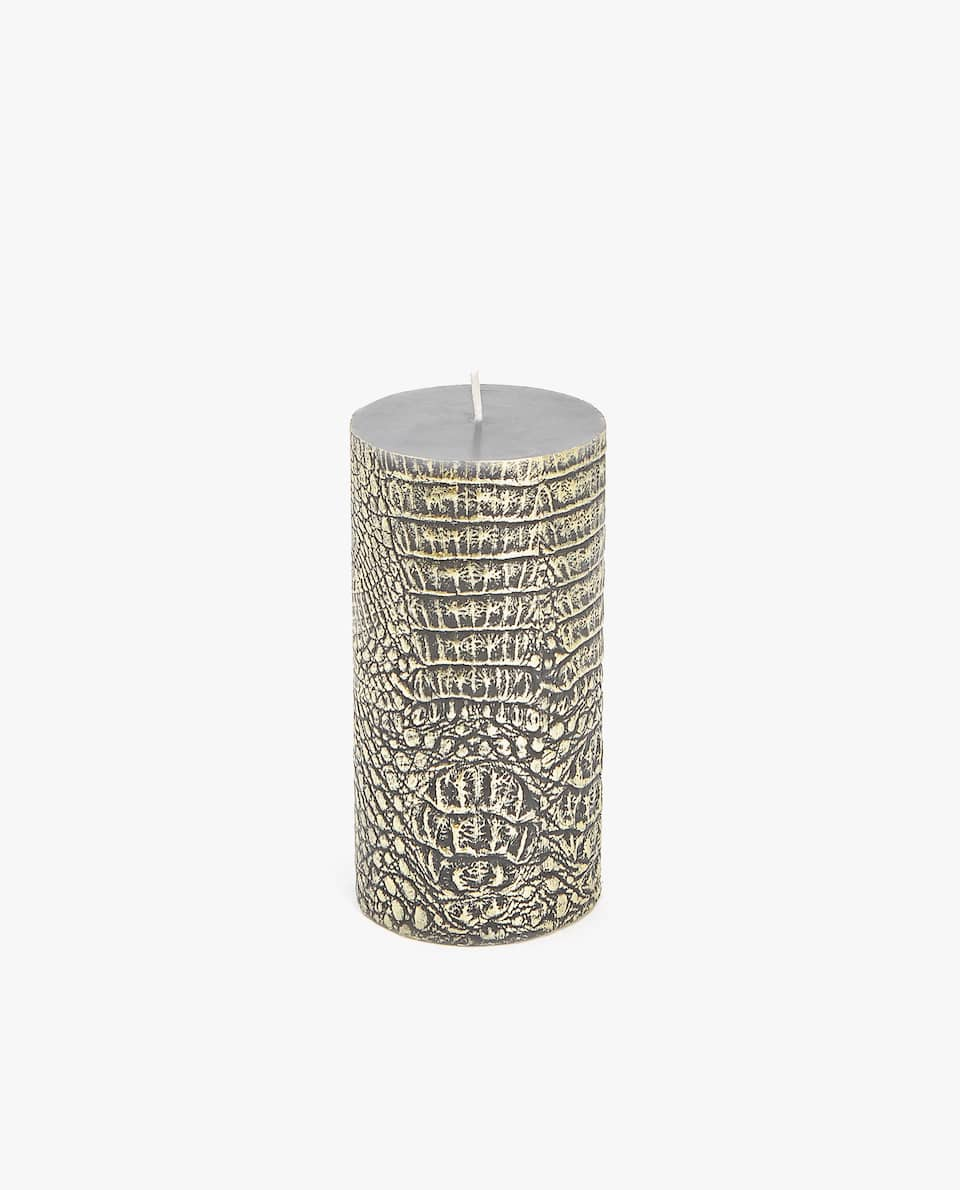GOLDEN CANDLE WITH RAISED DESIGN