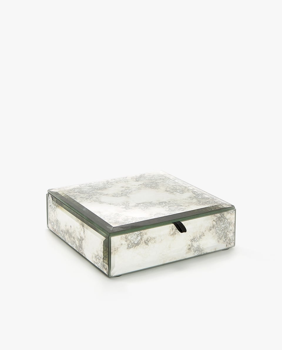 ANTIQUE-FINISH MIRRORED BOX