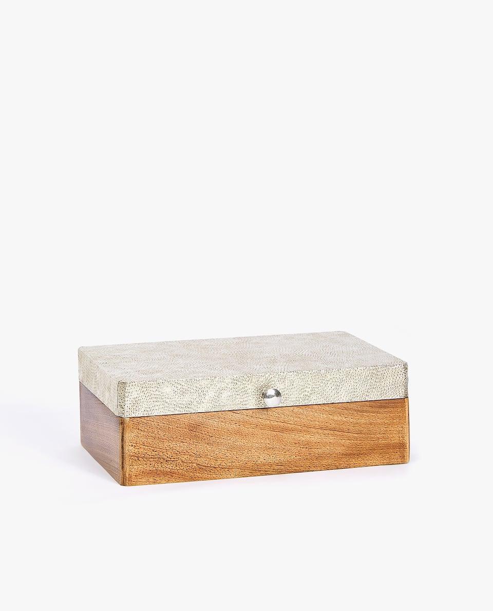 BOX AUS HOLZ UND METALL