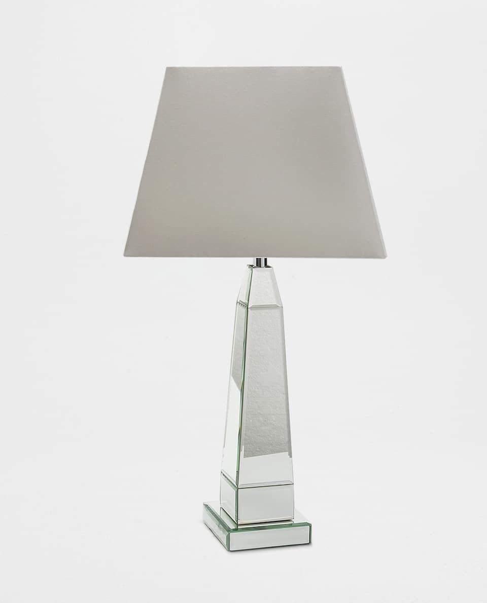 LAMP WITH MIRRORED BASE
