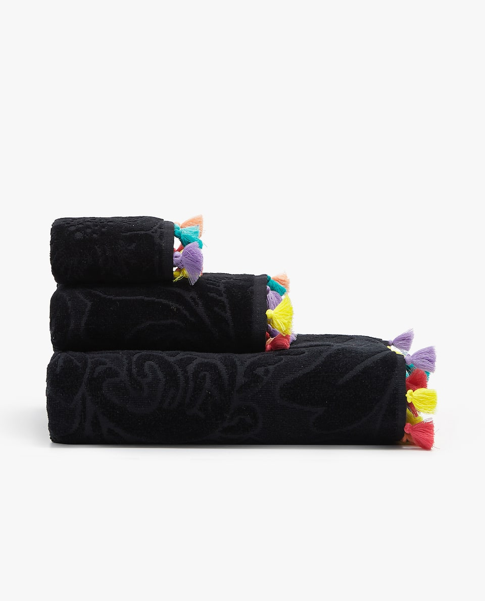 JACQUARD TOWEL WITH POMPOMS