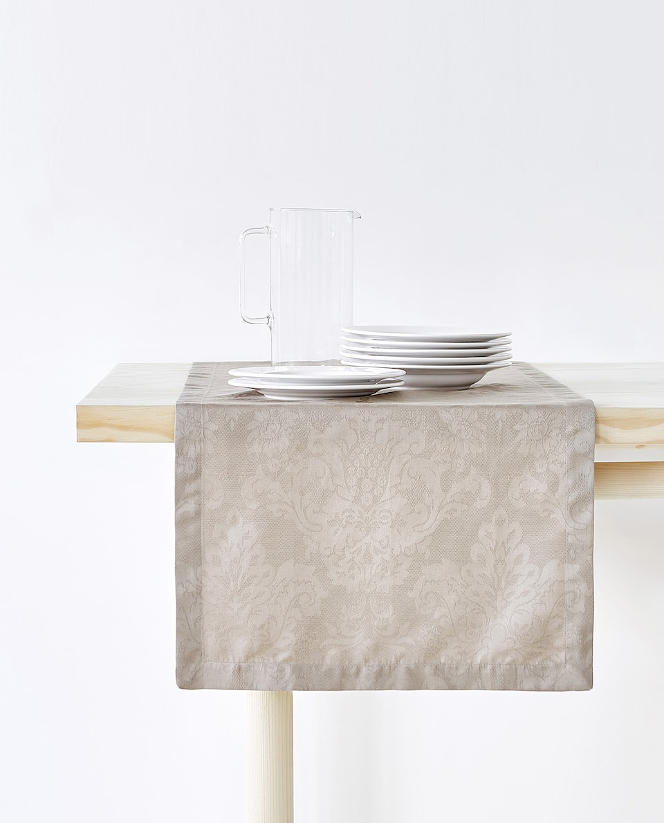 FLORAL JACQUARD TABLE RUNNER