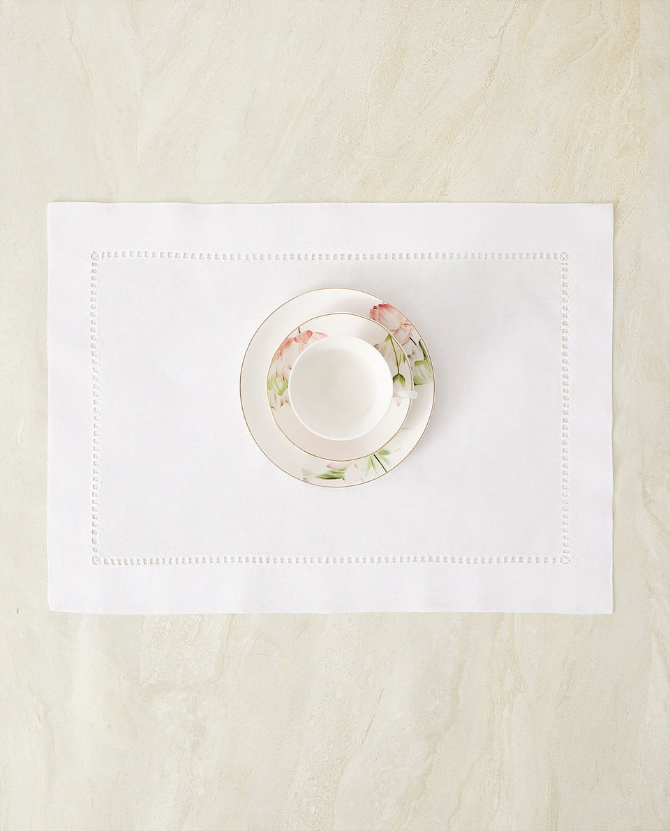 HEMSTITCHED PLACEMAT