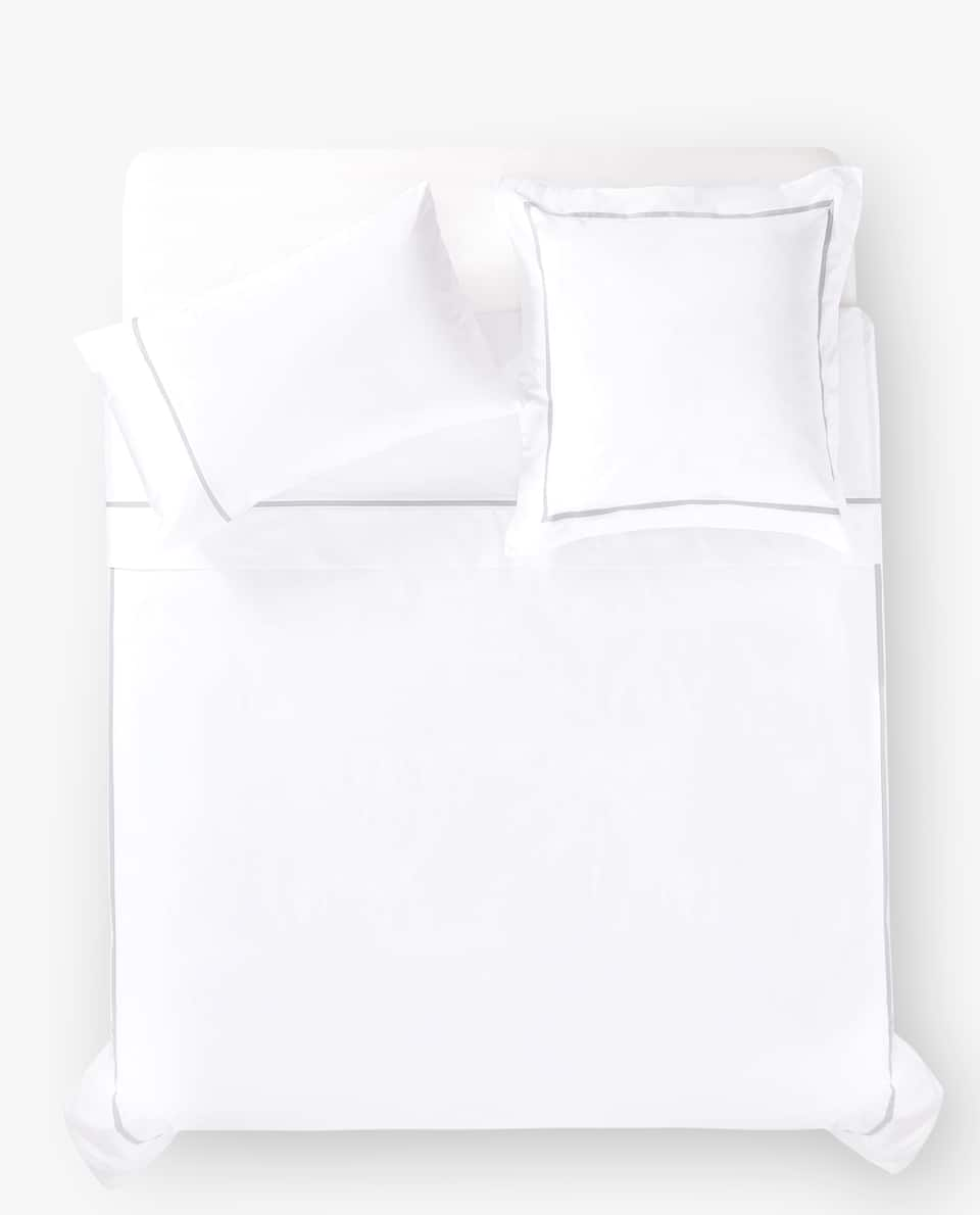 DUVET COVER WITH CONTRASTING GREY LINE