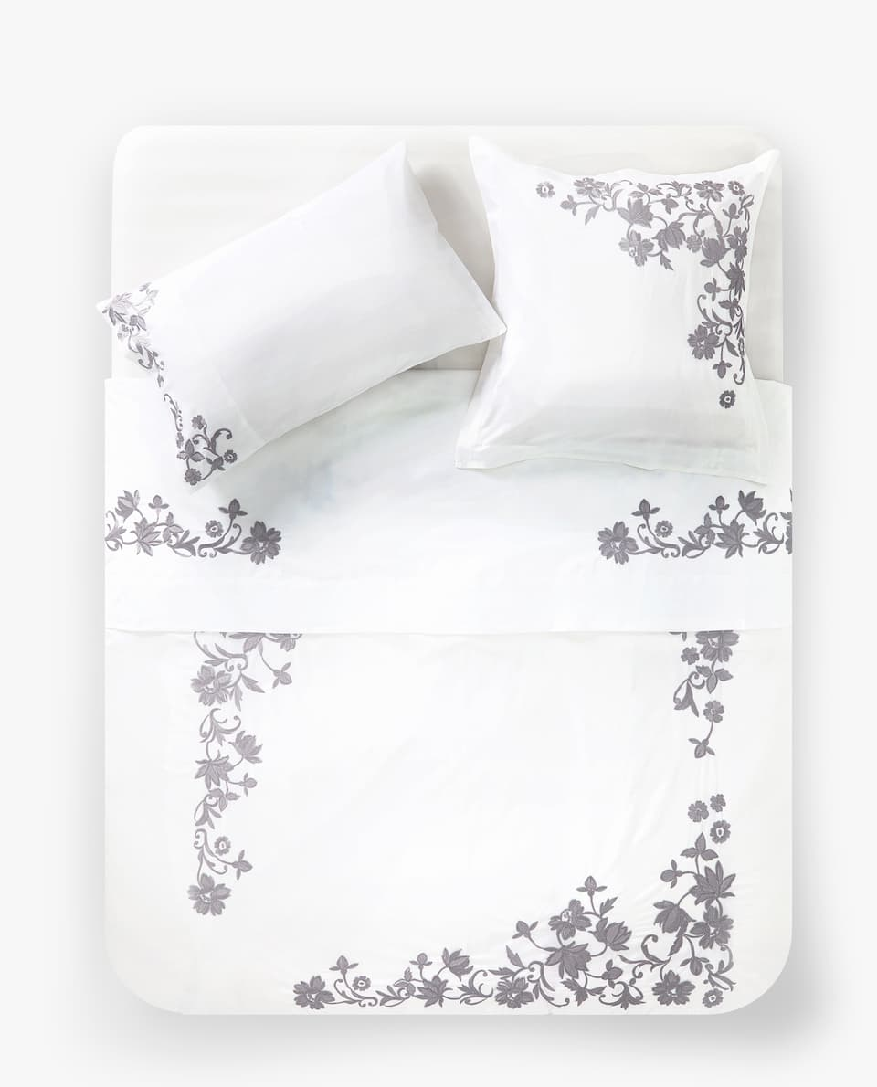 POSITIONAL FLORAL EMBROIDERY DUVET COVER