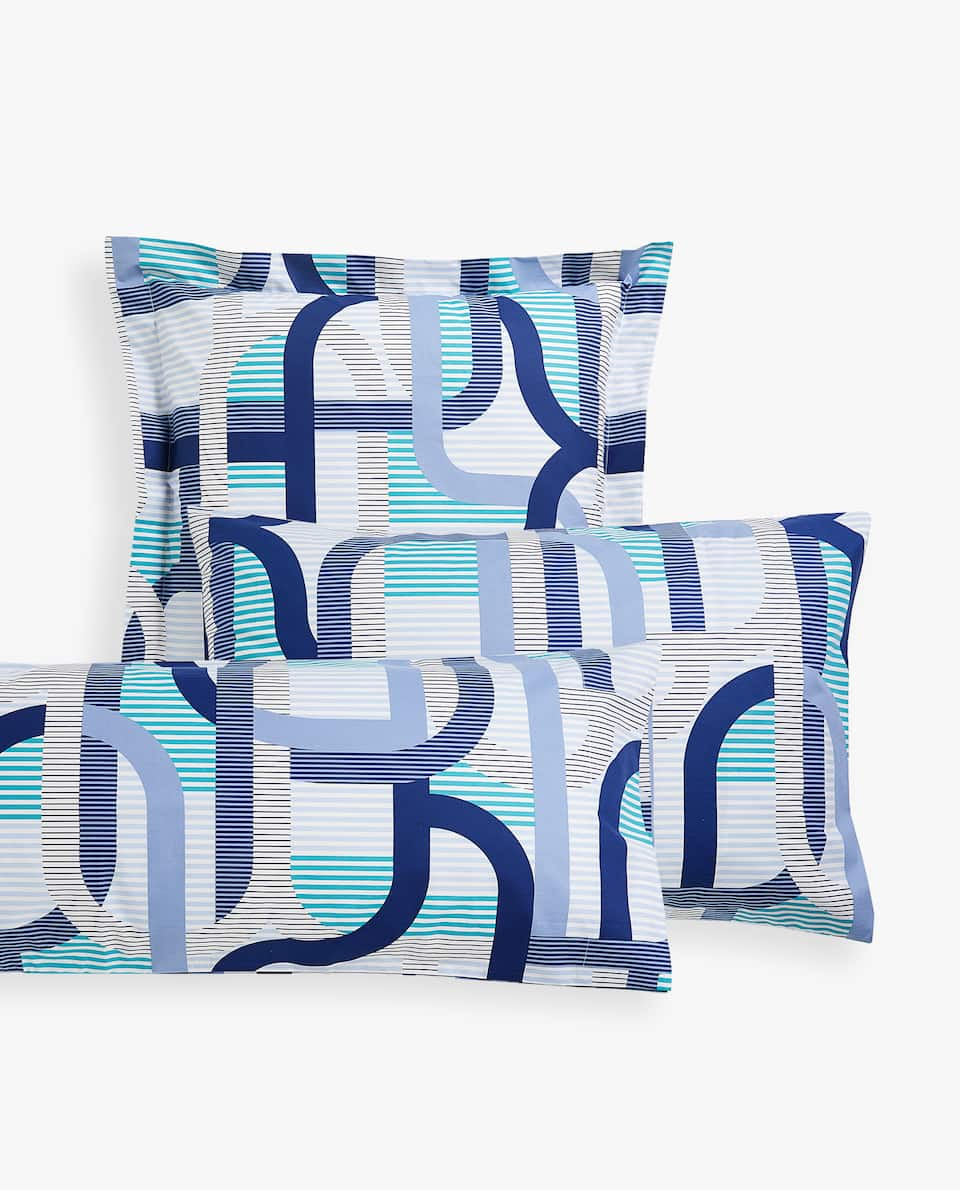 GEOMETRIC BANDS PRINT PILLOWCASE