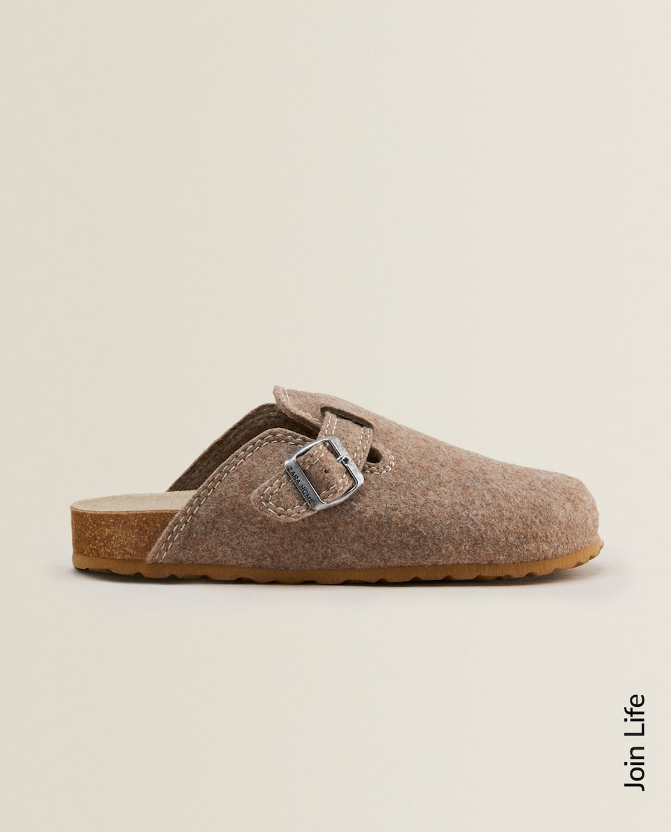 BUCKLED FELT MULE CLOG SLIPPERS