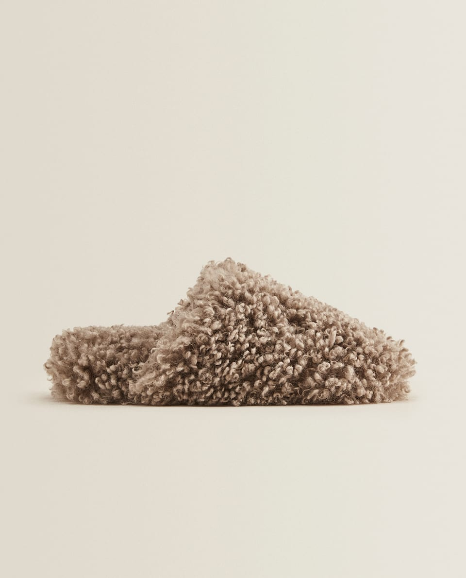 FLUFFY FAUX SHEARLING SLIPPERS