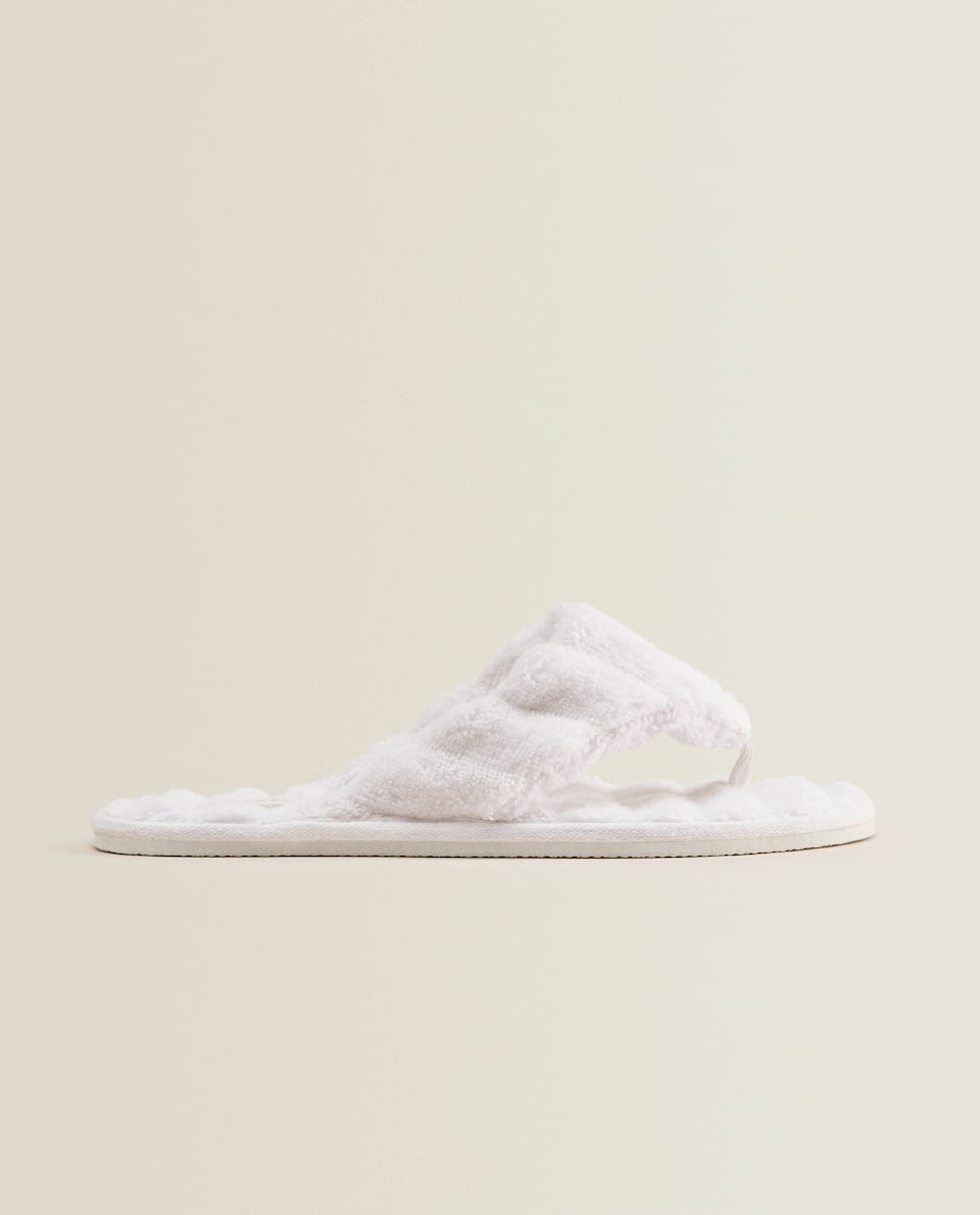 WHITE TOWEL SLIPPERS