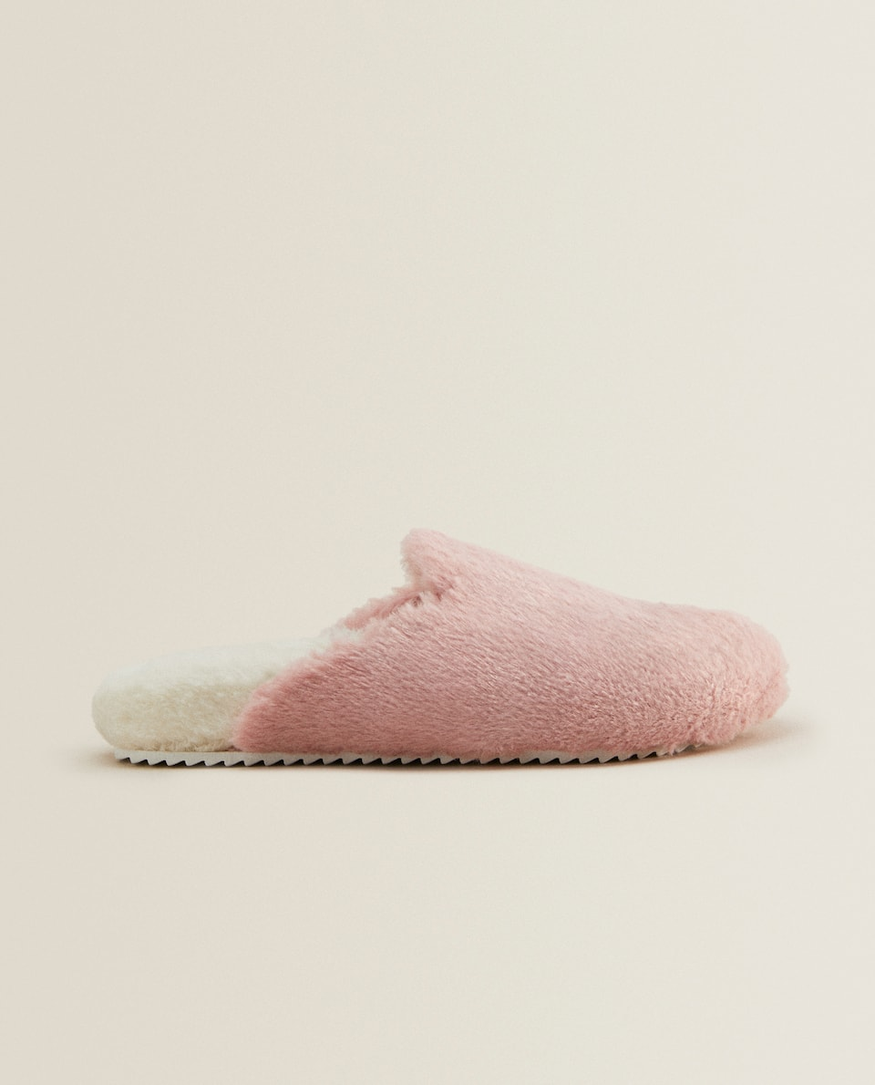 FLUFFY MULE CLOG SLIPPERS