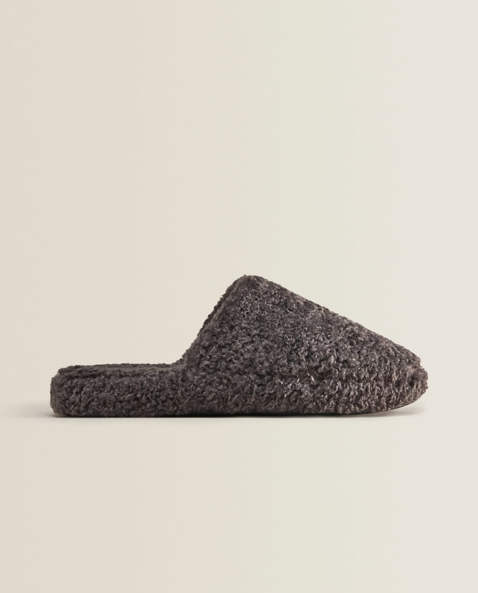 WARM FABRIC SLIPPERS