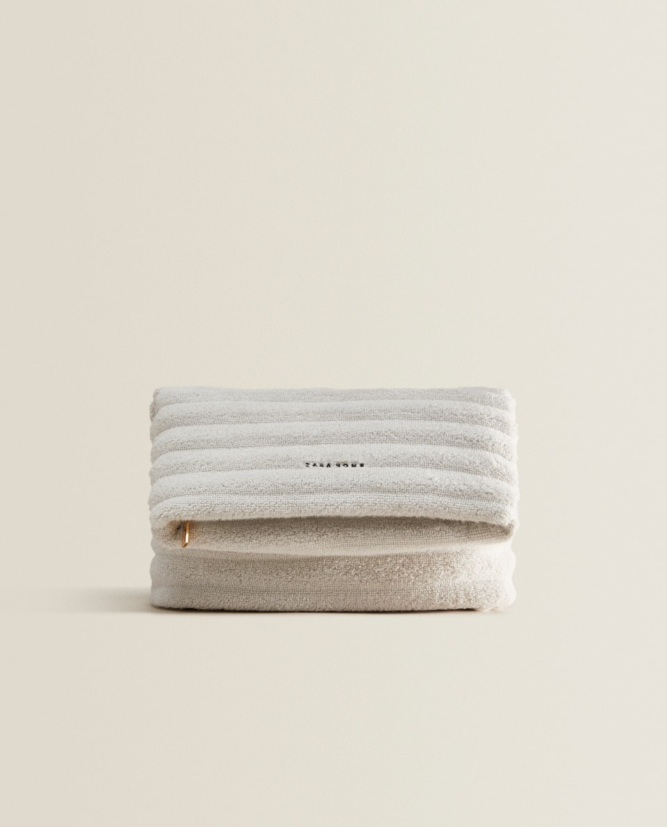 TOWEL TOILETRY BAG