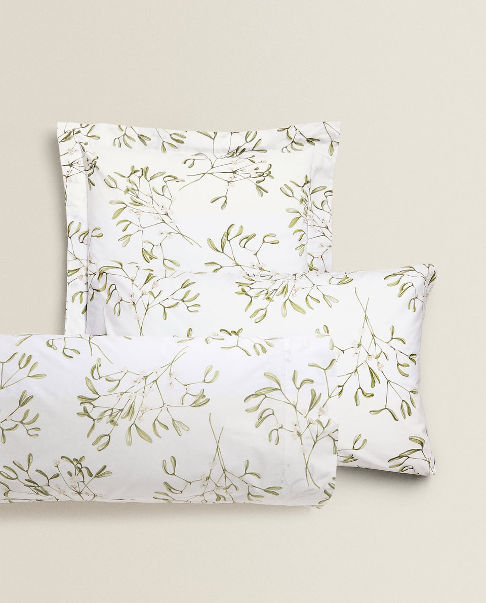 MISTLETOE PRINT PILLOWCASE