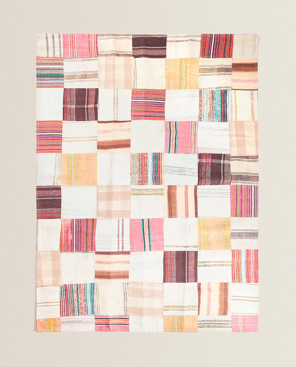 PATCHWORK-EFFECT RUG