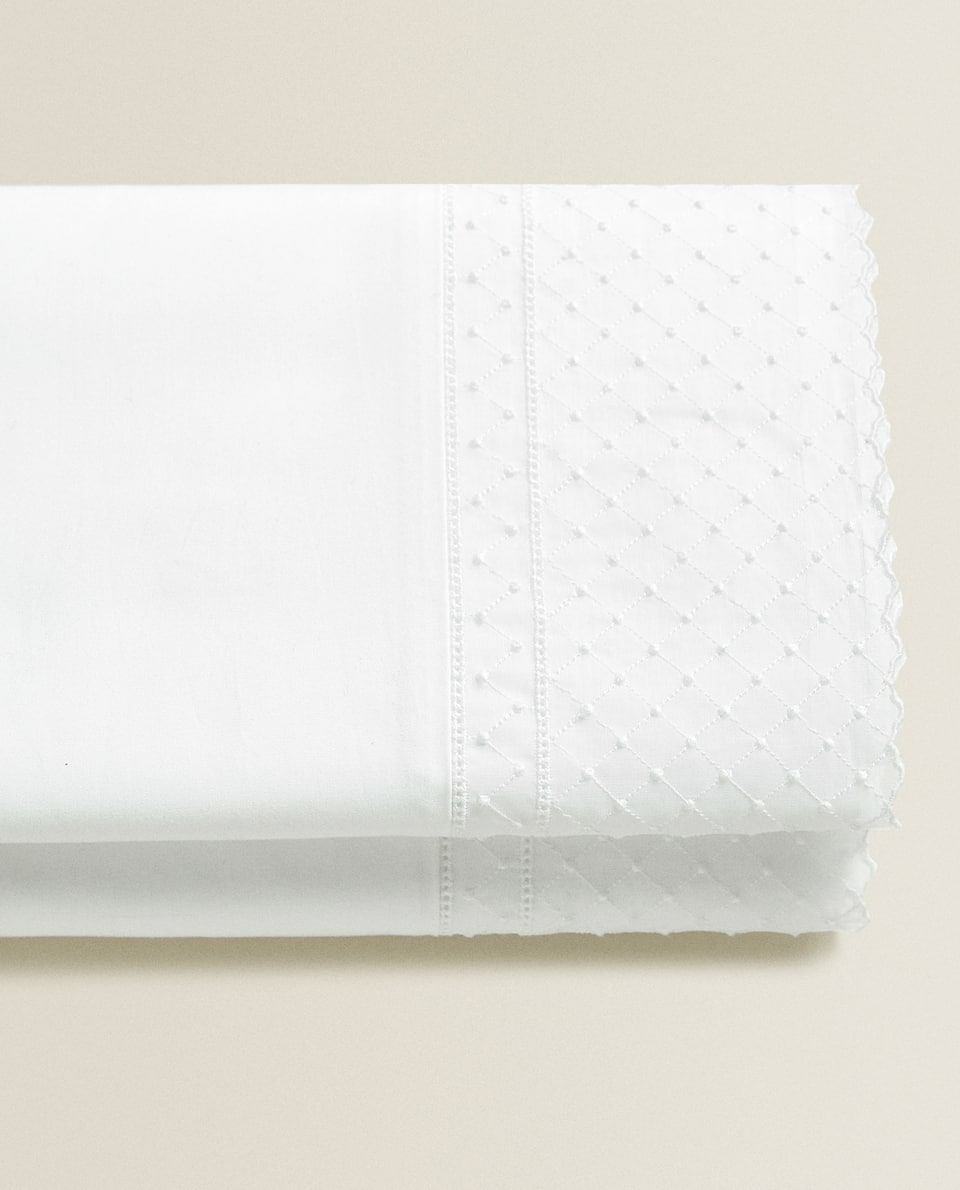 FLAT SHEET WITH DOTTED MESH EMBROIDERY