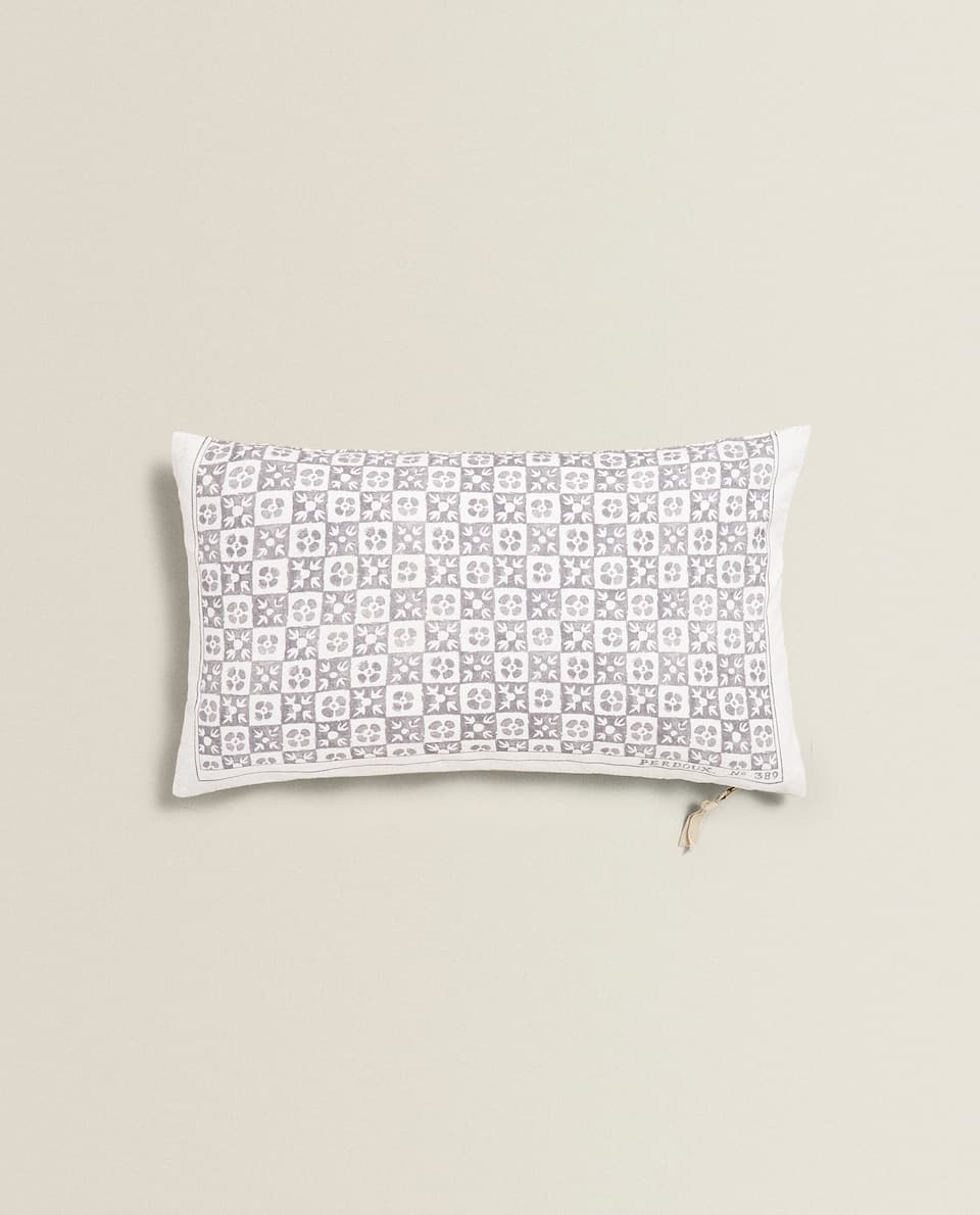 TILE PRINT CUSHION COVER
