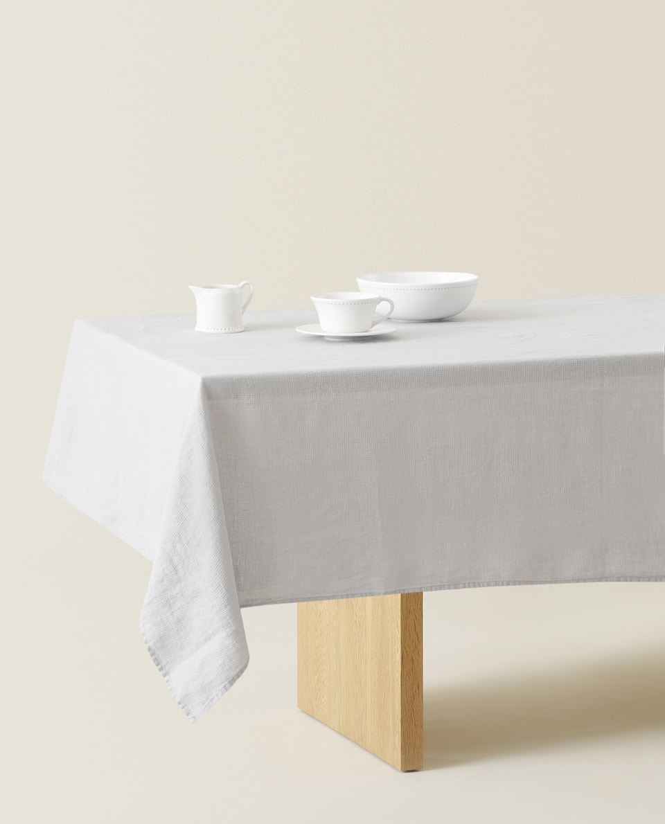 LINEN WAFFLE KNIT TABLECLOTH