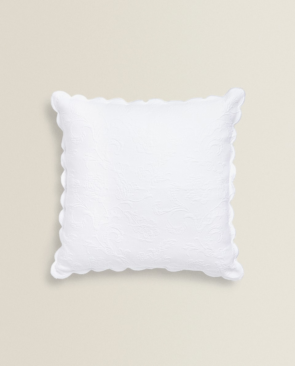 SCALLOPED CUSHION COVER