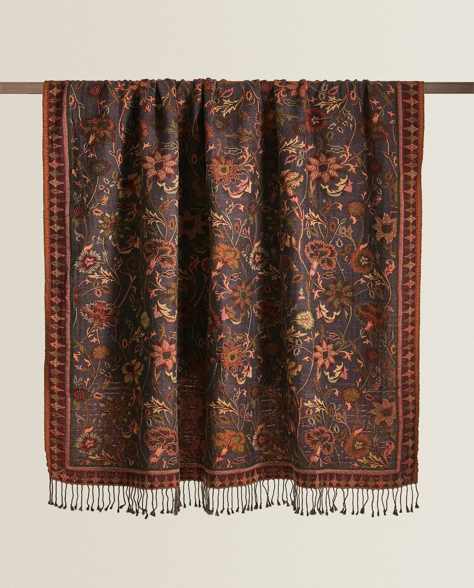 FLORAL BLANKET WITH FRINGING