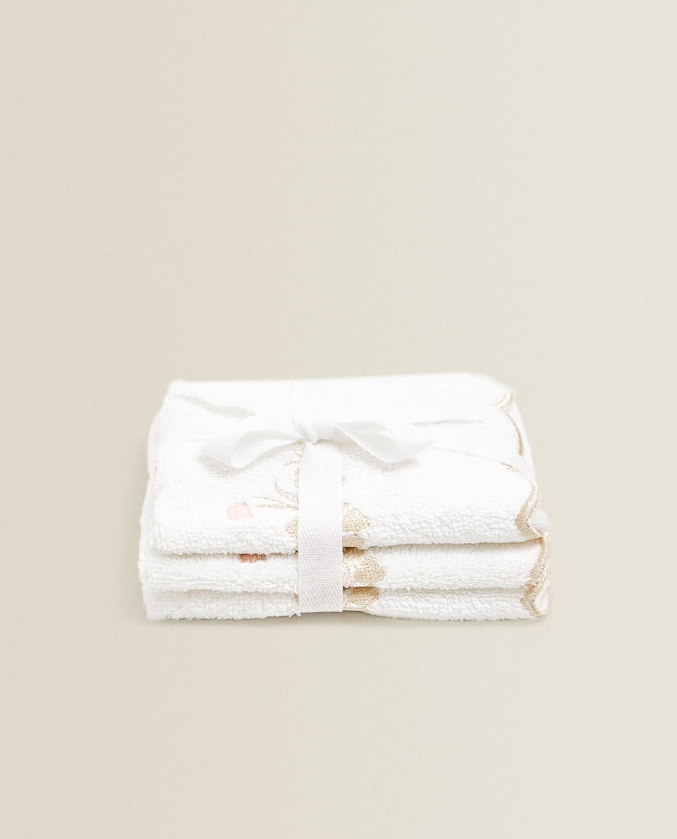 SCALLOPED TOWEL WITH EMBROIDERY (SET OF 3)