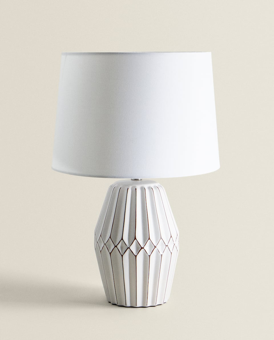 RAISED CERAMIC LAMP