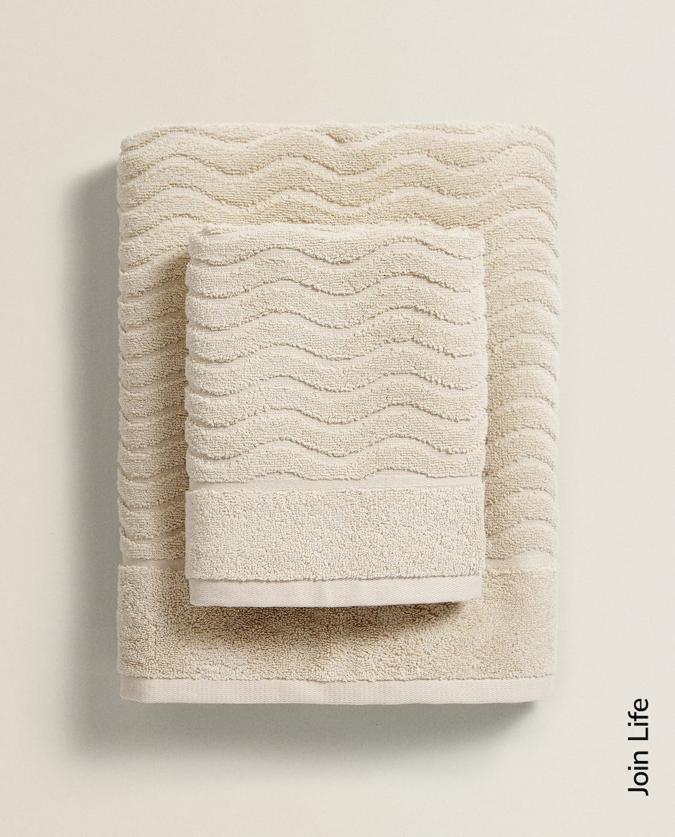 SCALLOPED JACQUARD TOWEL