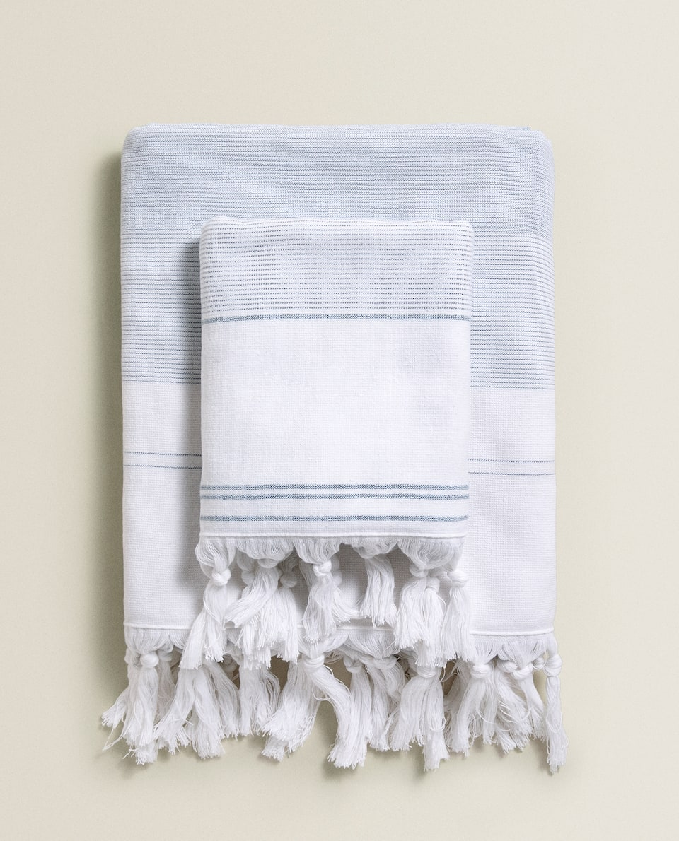 DOUBLE-SIDED TOWEL WITH FRINGING