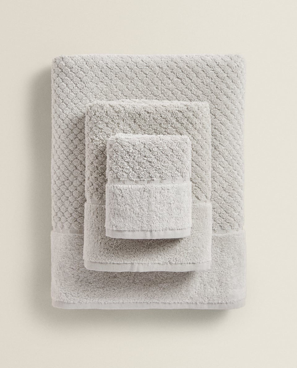 SERVIETTE DE BAIN RELIEF LOSANGES