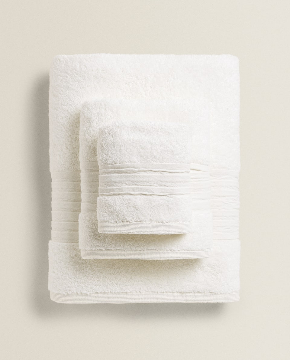TOWEL WITH PLEATED BORDER