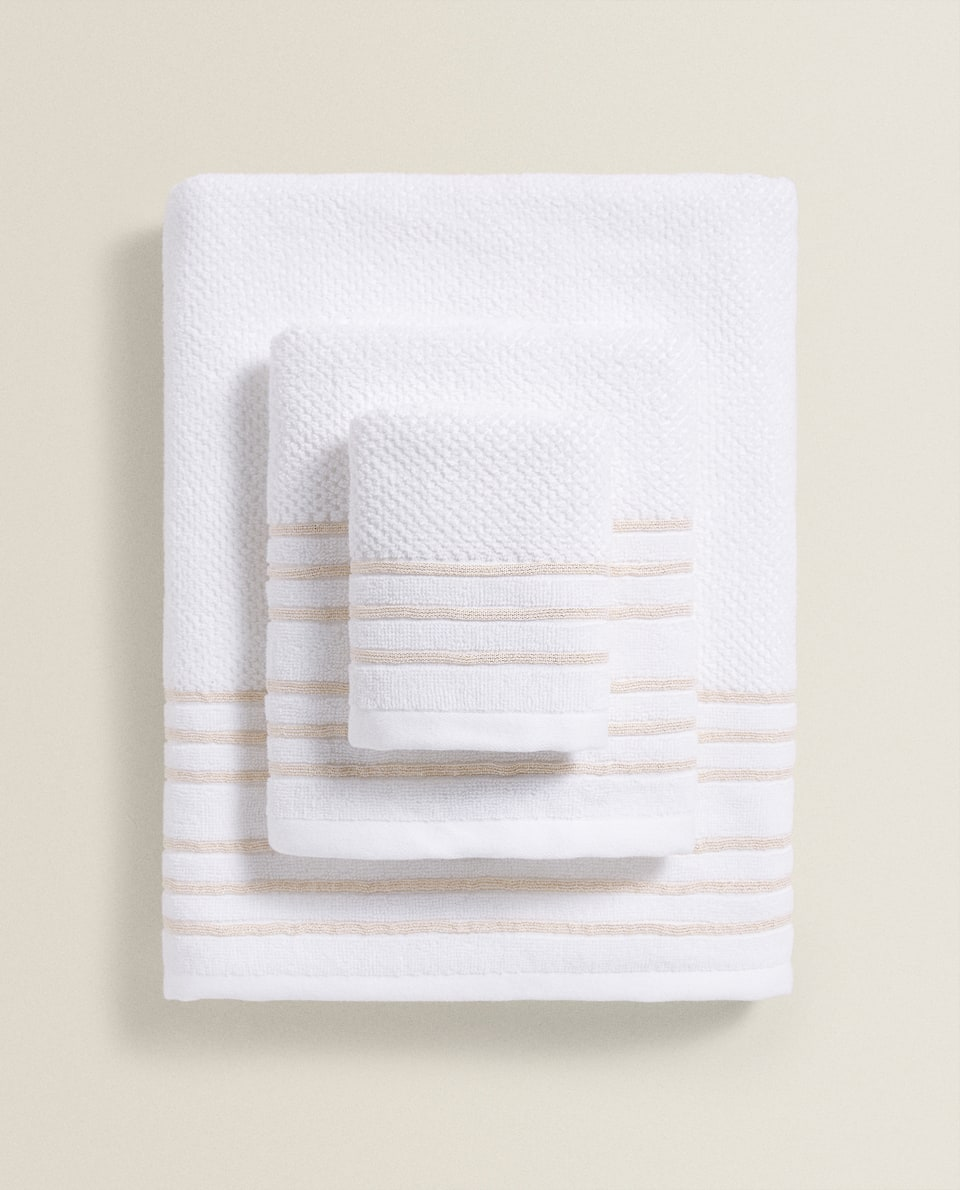 TOWEL WITH A STRIPED BORDER