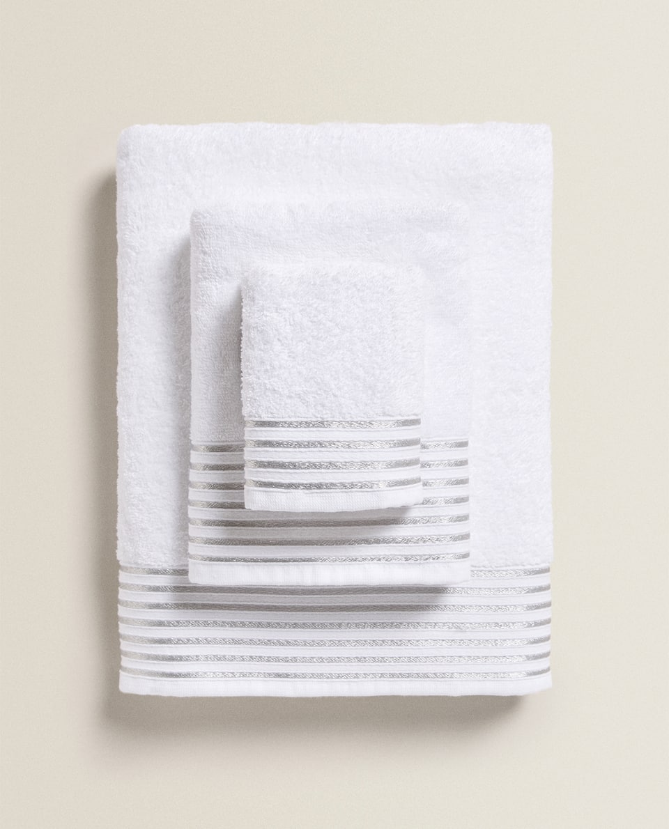 TOWEL WITH METALLIC THREAD BORDER
