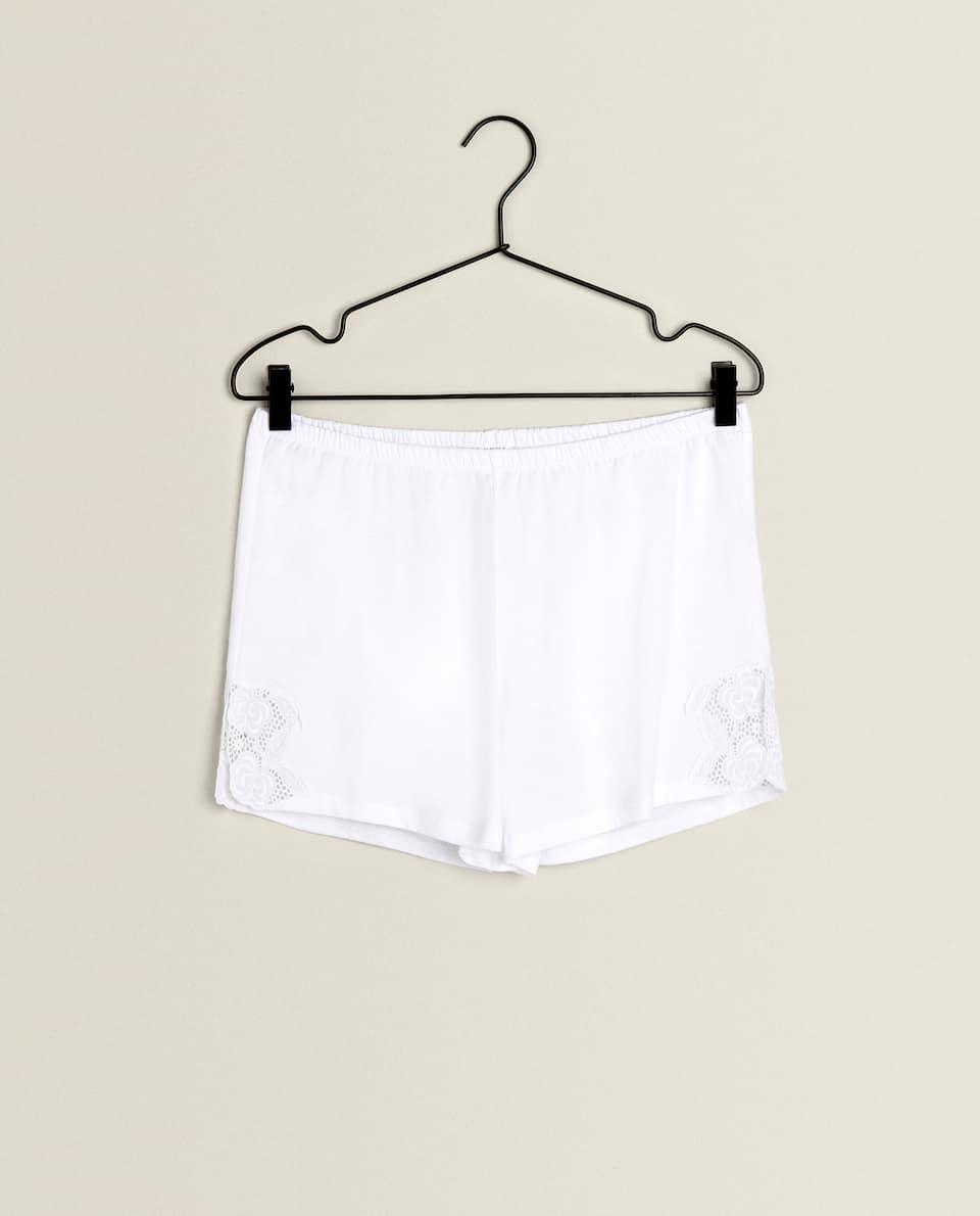 COTTON SHORTS WITH APPLIQUÉ