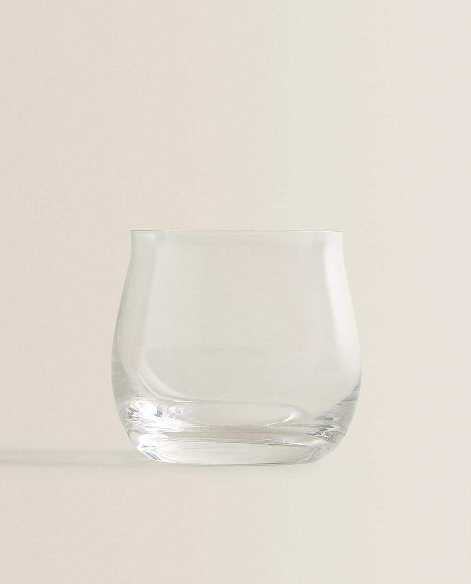كأس ماء من الكريستالين