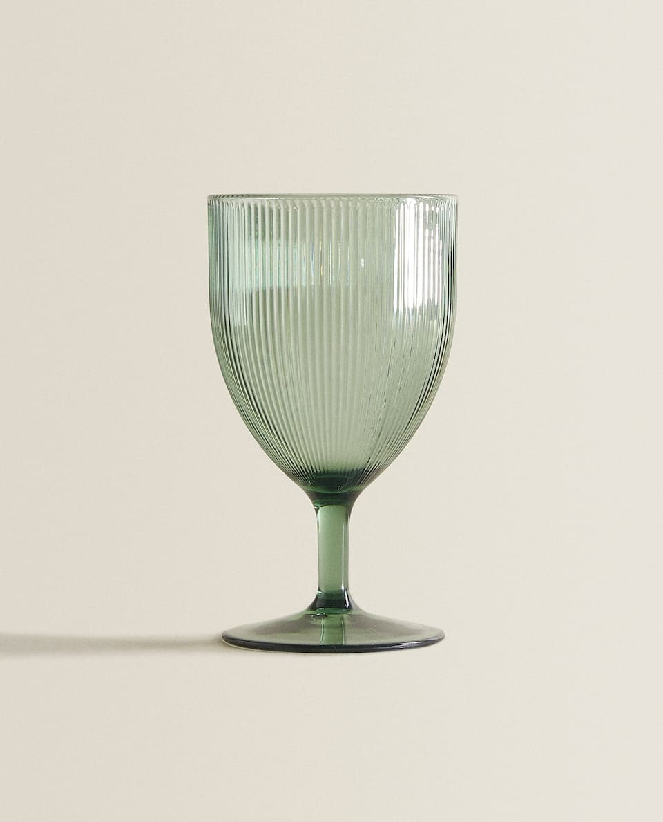 RAISED LINES WINE GLASS